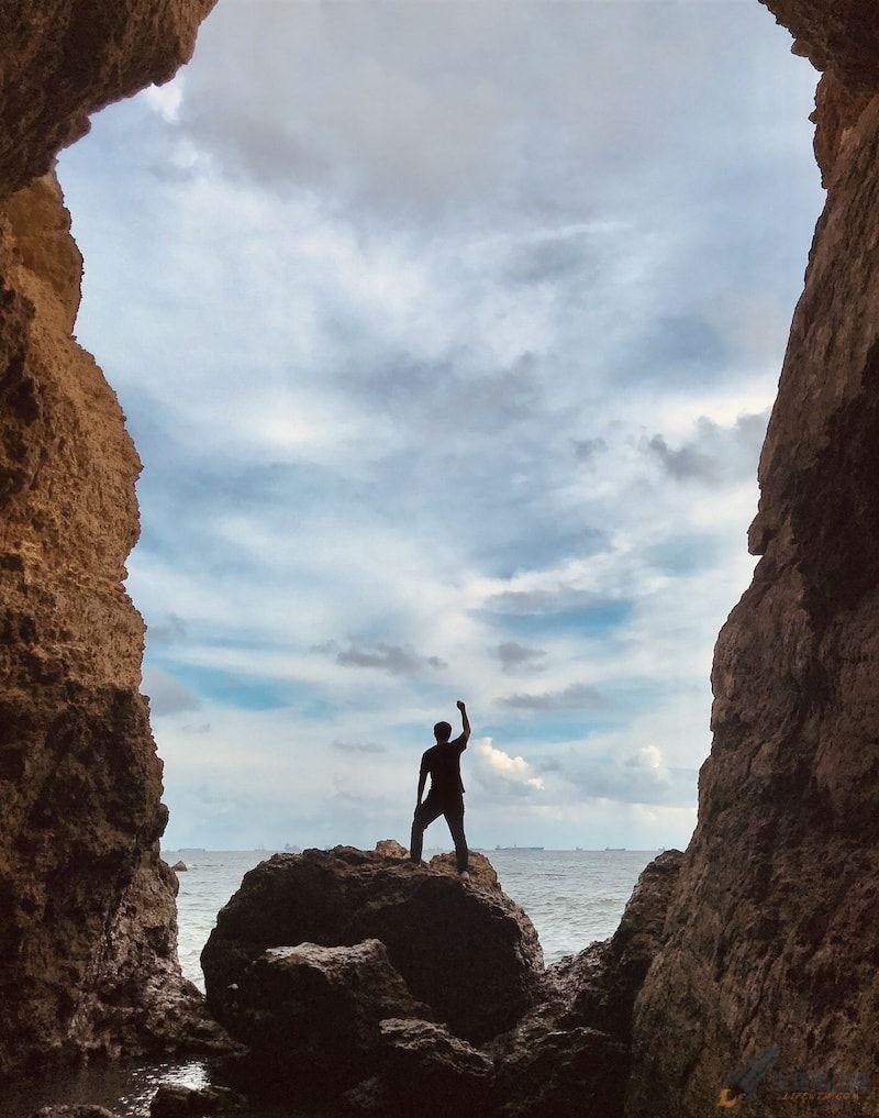 高雄秘境柴山海蝕洞,西子灣最美景點曝光!