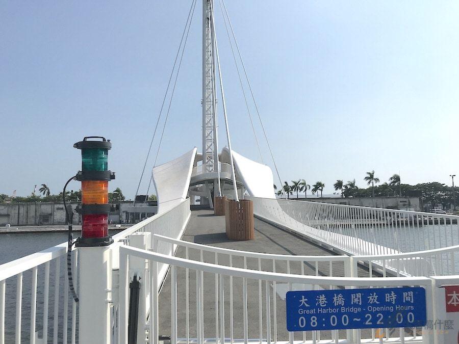 高雄駁二大港橋/全台首座旋轉橋,高雄港濱看夕陽夜景的最佳約會景點